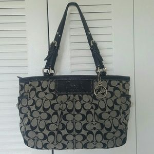 Coach Signature Bag - PreOwned Excellent Condition